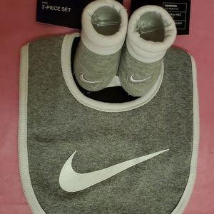 Nike Infant Grey & White 2PC Set sz 0-6m- NWT
